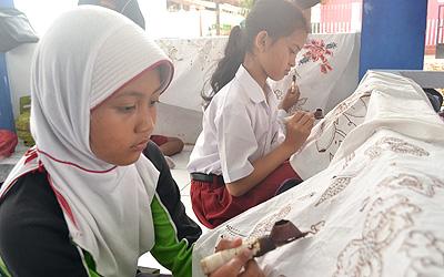 Belajar Membatik: Langkah-Langkah Dalam Membuat Batik