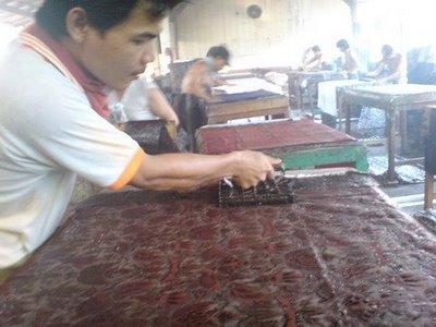 http://www.medogh.com/blog/wp-content/uploads/2012/06/Pabrik-Batik-Cap.jpg